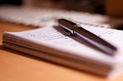 Notizbuch und Kuli